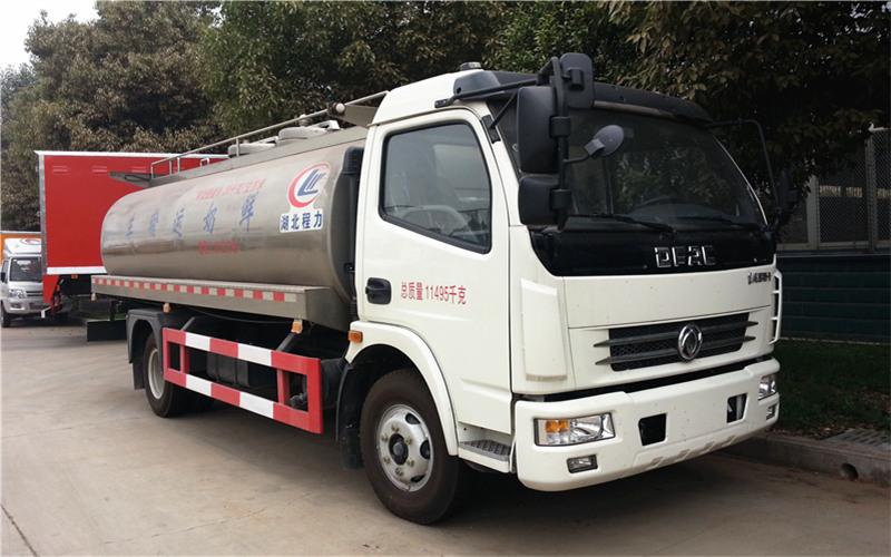 国五东风大多利卡鲜奶运输车
